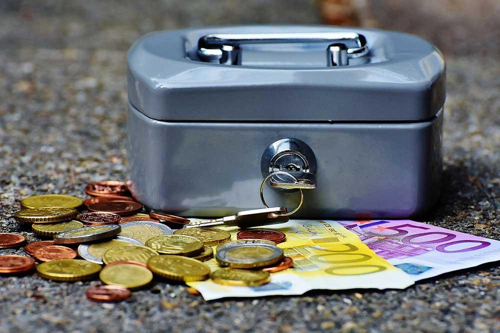 Правительство Польши заявило о намерении вновь повысить минимальную заработную плату в 2019 году